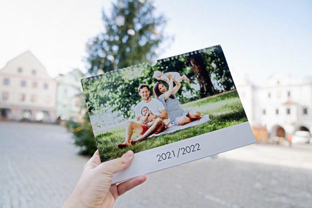 kalendář z fotografií, fotodárek, Český Krumlov náměstí advent, vánoční trhy